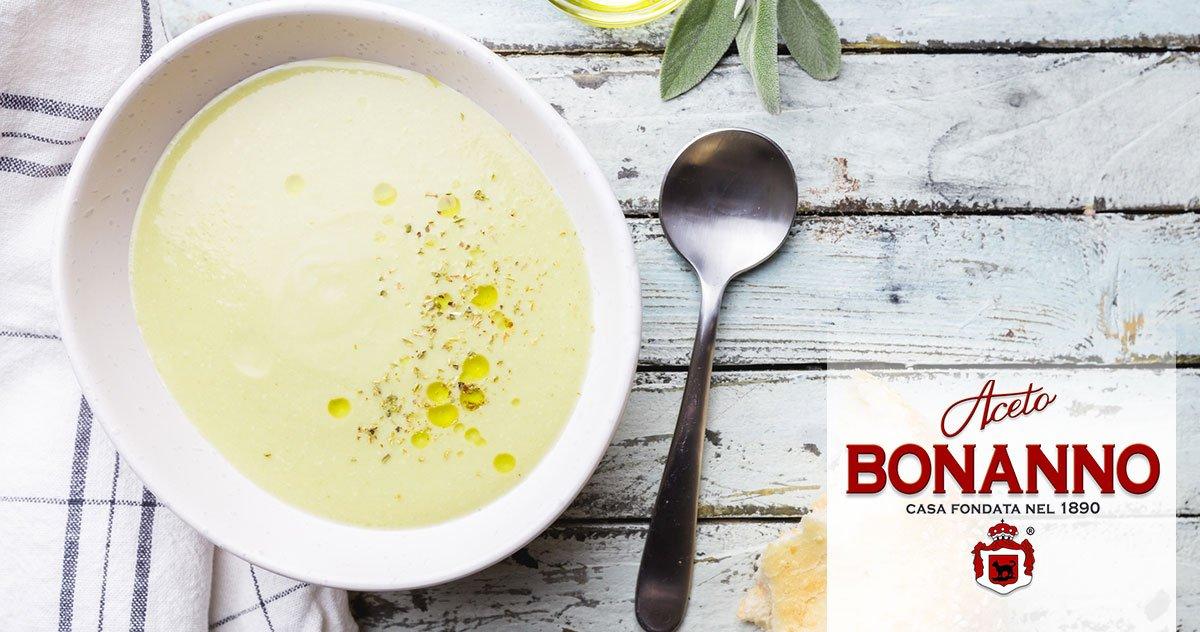 La minestra di piselli con cipolle inagrodolce è un primo piatto semplice da preparare, ideale per la dieta di vegetariani, vegani e chiunque voglia mantenersi leggero.